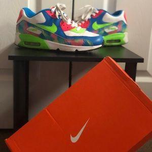 Nike Airmax MultiColor Edition.
